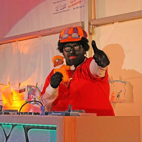 Zwarte Piet inhuren DJ Piet