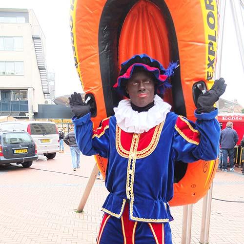 Zwarte Piet inhuren rubberboot